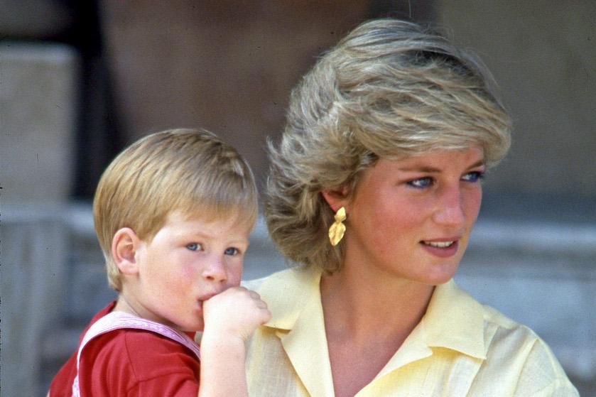 Valt je mond van open: Netflix onthult foto's 'nieuwe' Diana en Charles en de gelijkenis is… wauw