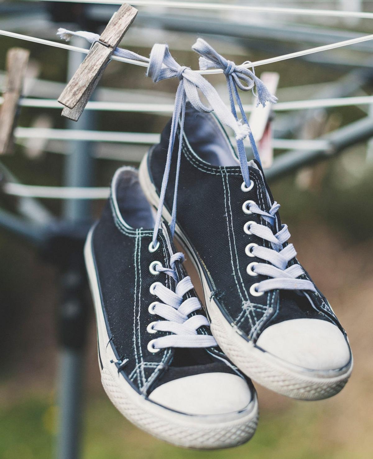 Regen? Zo worden je broek en schoenen weer snel droog!