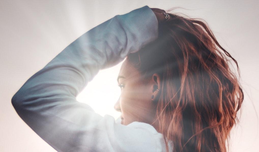 Feit of fabel: zorgt elke dag je haar wassen echt voor vet haar?