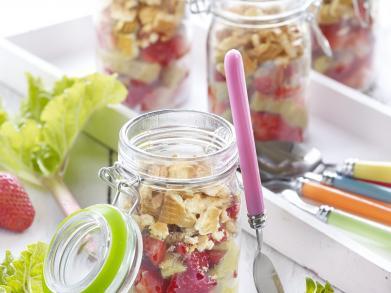 Supersnel dessert: aardbeien-rabarbercrumble