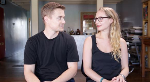 Video: Broers en zussen kiezen elkaars tatoeage