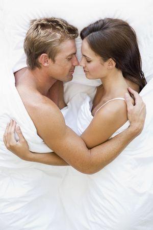 Waarom knuffelen na de seks een goed idee is