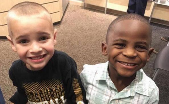 CUTE: deze jongens kozen voor hetzelfde kapsel 'zodat hun leerkracht hen niet uit elkaar zou kunnen houden'