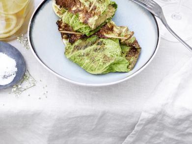 Recept: Quinoaburgers in koolbladeren