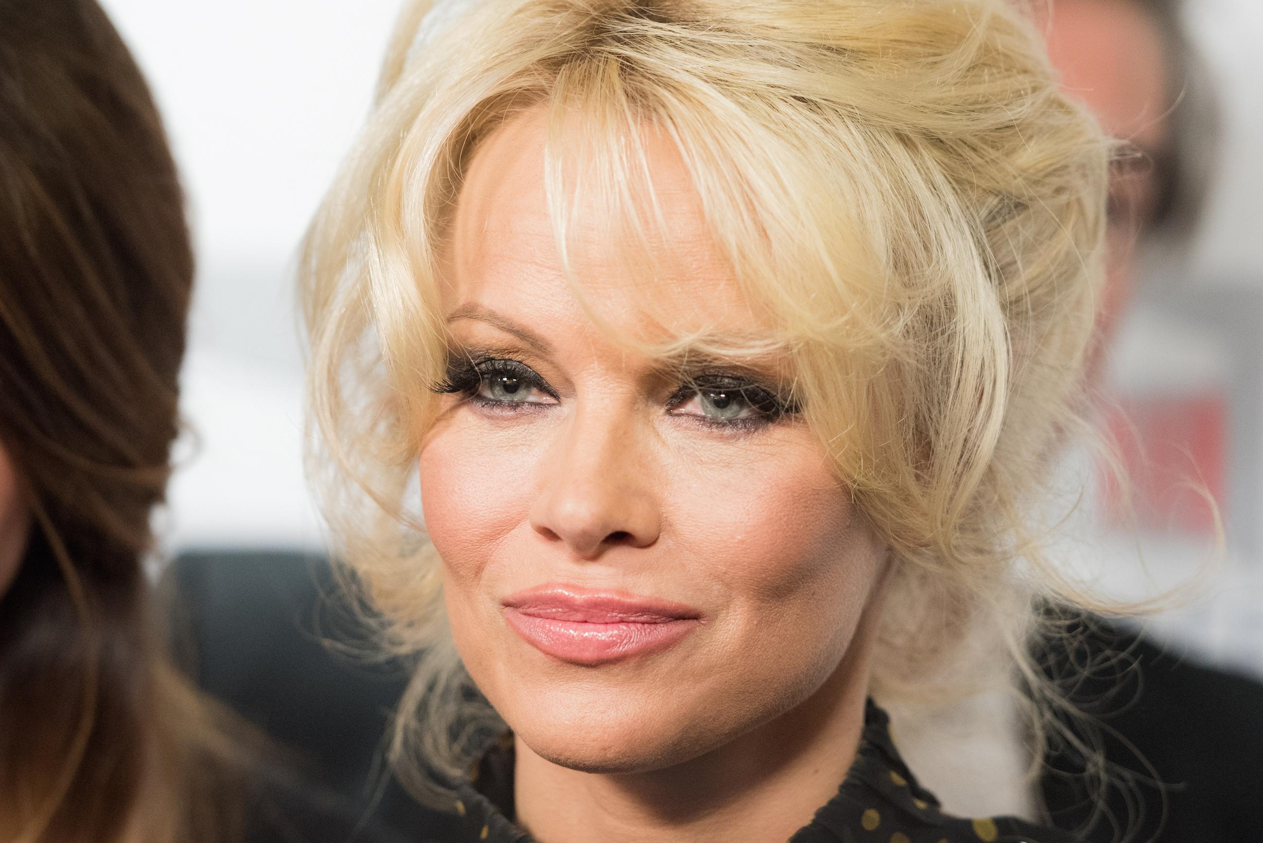 Pamela Anderson doet verrassende uitspraak over haar uiterlijk