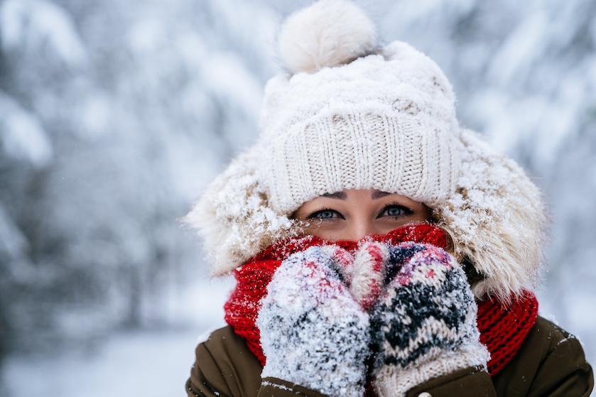 Bewezen: vrouwen hebben het écht sneller koud dan mannen
