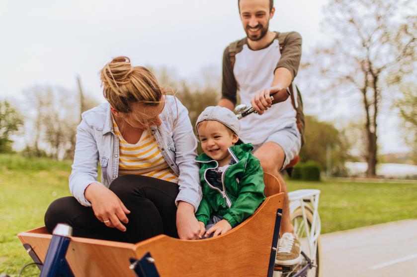 Steeds minder kinderen kunnen goed fietsen en dat komt allemaal door de bakfiets