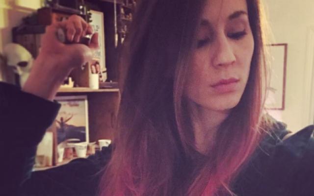 ZIEN: 'Pretty Little Liars'-actrice Troian Bellisario kiest voor een kleurrijke nieuwe coupe