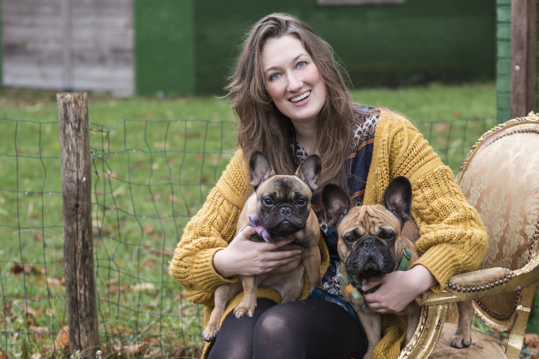 Malou: 'Niet iedereen kan het waarderen dat we onze honden aankleden'