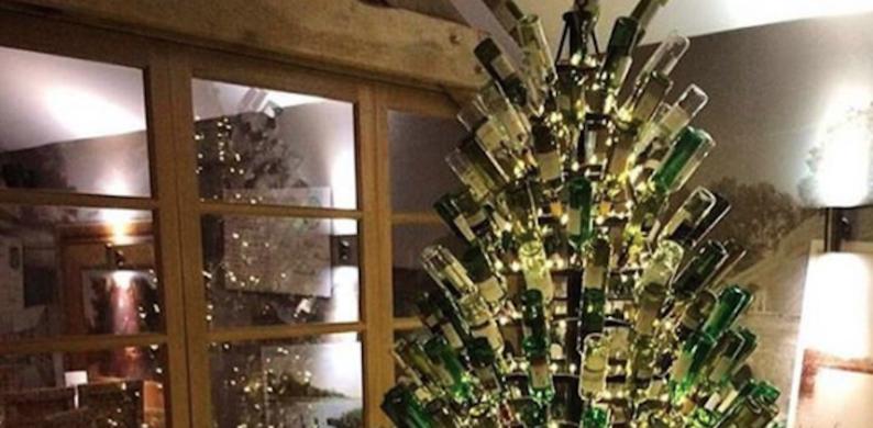 Deze kerstboom is de droom van iedere wijnliefhebber
