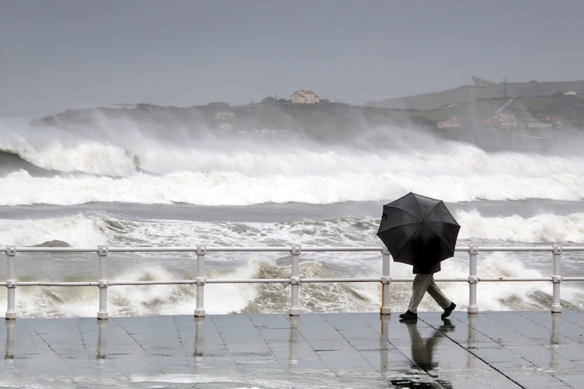 Storm op komst! Code geel, geannuleerde vluchten en wateroverlast