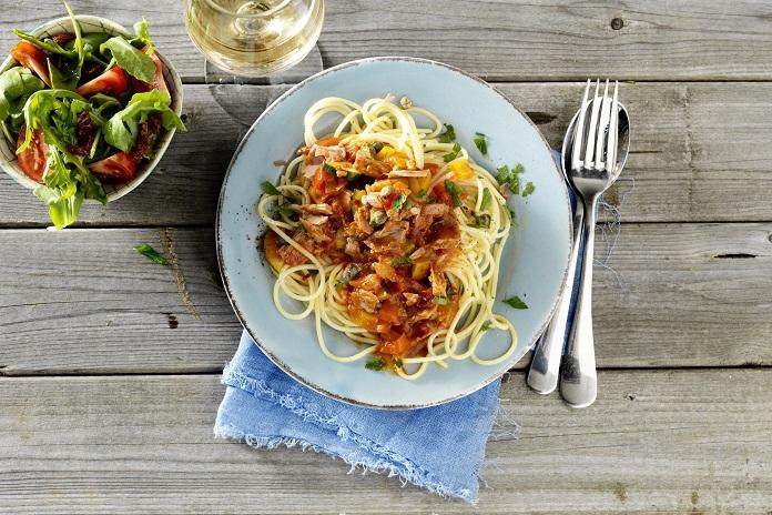 Zoef-zoef-klaar spaghetti met tonijn en kappertjes