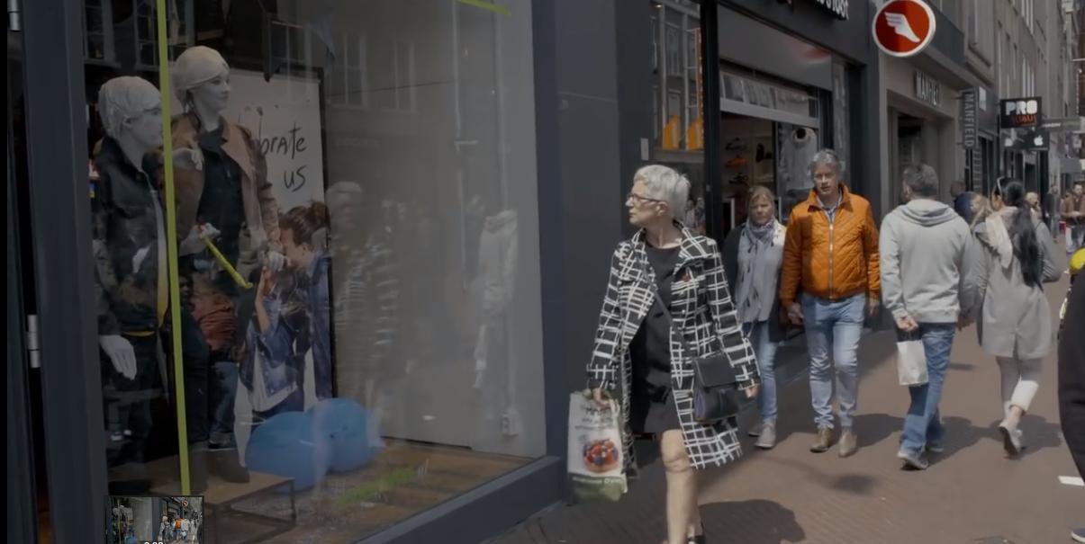 Video: Deze winkelende mensen krijgen de schrik van hun leven!
