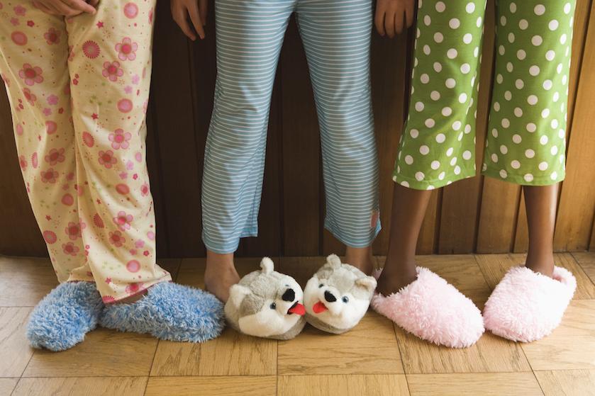 """Zo vaak moet je eigenlijk je pyjama wassen: """"Wij verliezen in een hoog tempo huidcellen'"""