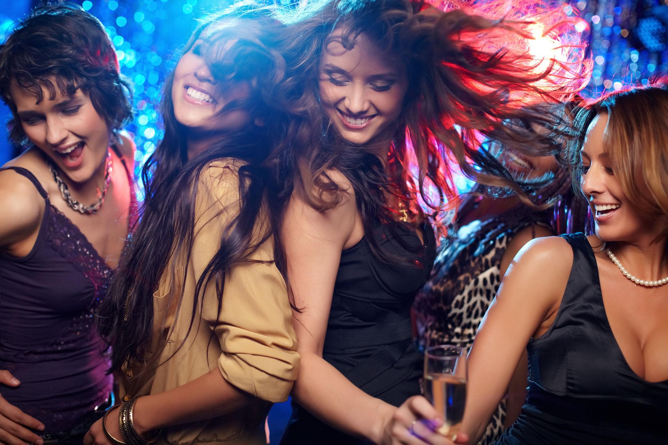BEWEZEN: Dit is de meest sexy dansbeweging voor vrouwen