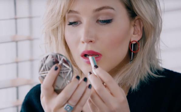 VIDEO: Jennifer Lawrence schittert als gezicht van Dior in nieuwe promo van de Addict Lacquer Sticks