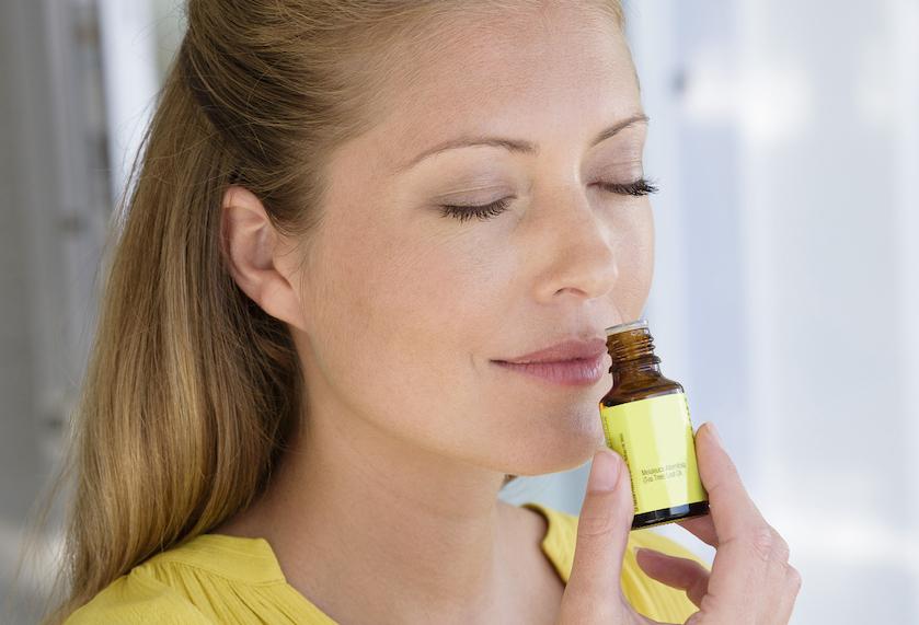 De voor- en nadelen van van tea tree olie: 'De olie werkt bij het behandelen van acne'