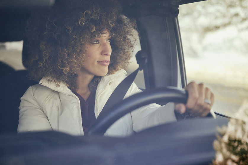Onderzoek wijst uit: leg je hand tijdens het autorijden nooit op de versnellingspook