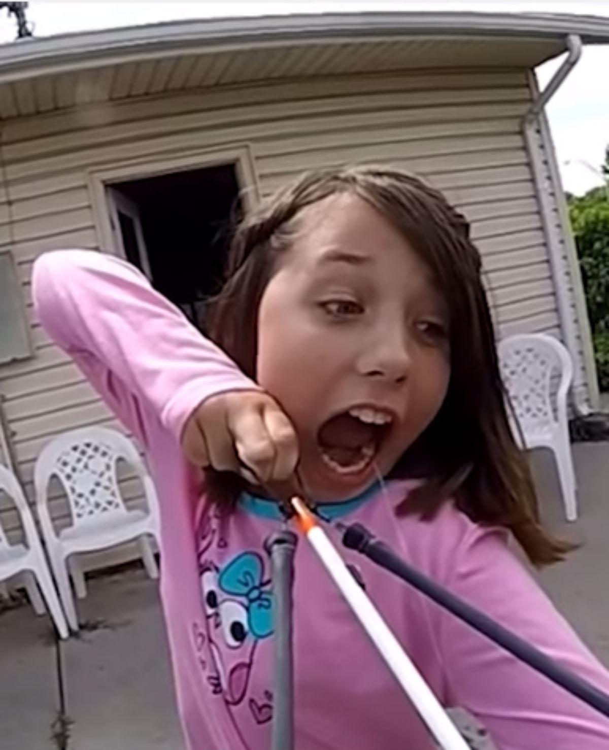 Dapper: Meisje schiet melktand eruit met katapult