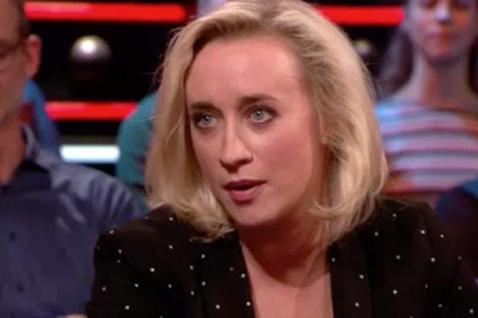 Matthijs van Nieuwkerk feliciteert Eva Jinek nogal onhandig (!) met zwangerschap