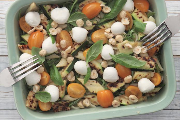 Heerlijk recept: pastasalade met gegrilde courgette en mozzarella