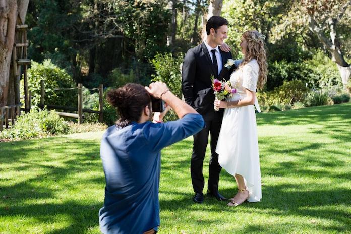 Vijf vragen die je zou moeten stellen aan een trouwfotograaf