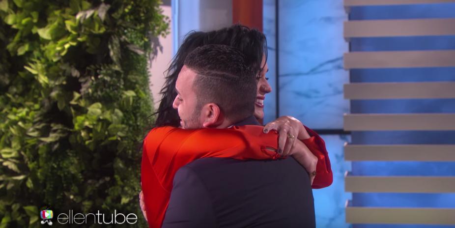 Video: Katy Perry eert slachtoffer Orlando op prachtige wijze