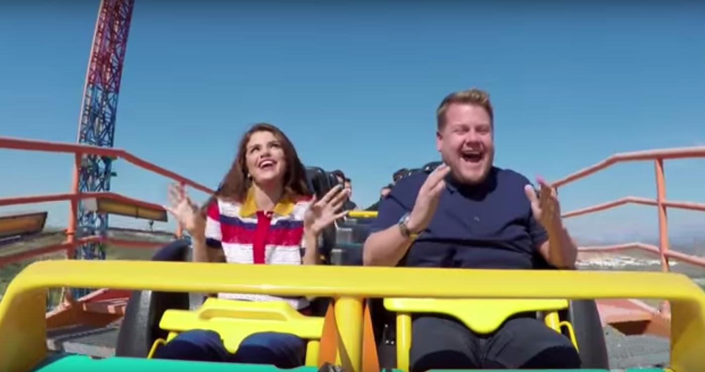 Zien: Selena Gomez rockt in een rollercoaster!