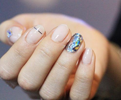 Zien: diamantnagels zijn de nieuwste girly beautytrend