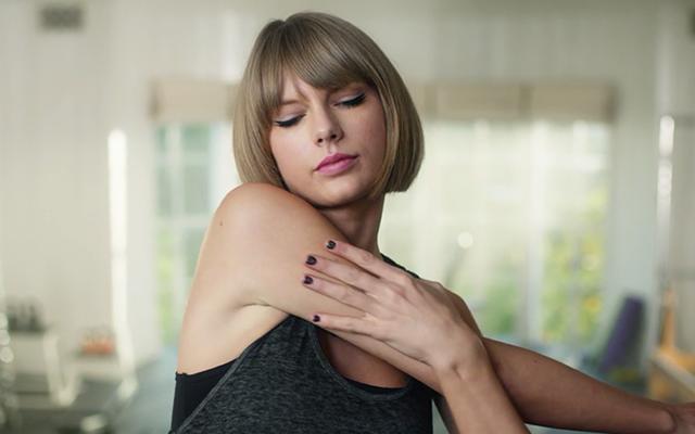 Taylor Swift struikelt op loopband en het is hilarisch