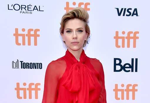 OMG! Scarlett Johansson opent een popcorn-winkel in Parijs!