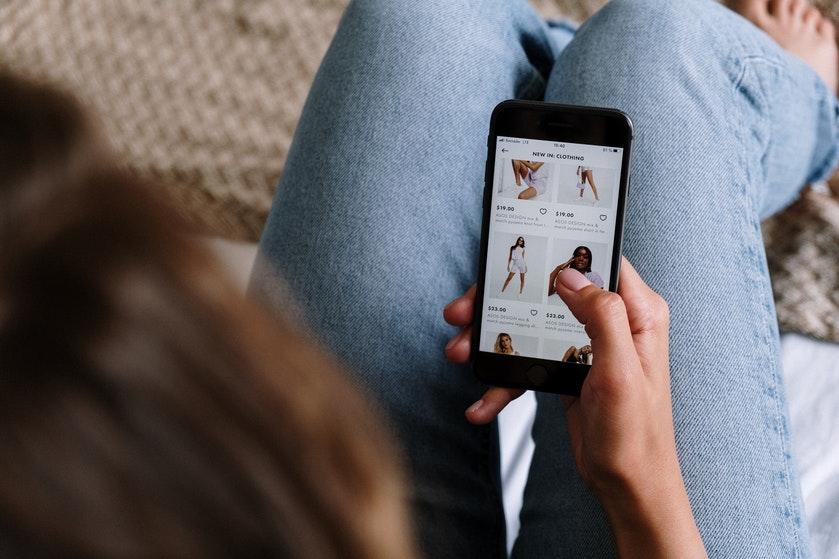 Opgebiecht: 'Ik heb zó veel uitgegeven aan online shoppen, dat onze bankrekening leeg is'