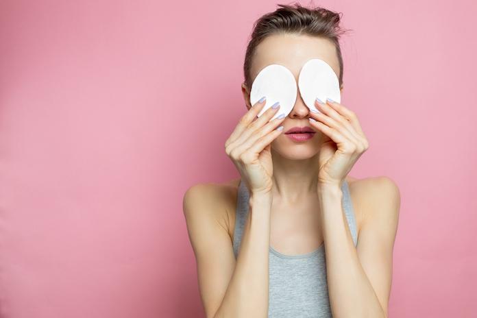 Slapen met mascara op, kan je daar blind van worden?