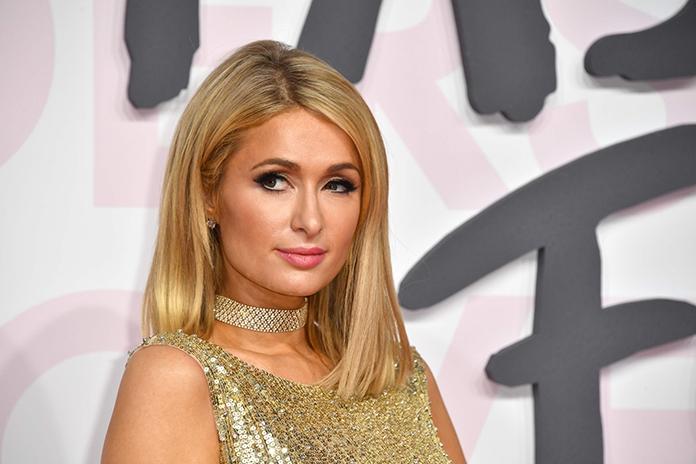Paris Hilton lanceert eigen kledingcollectie (en het is alles wat je ervan verwacht)
