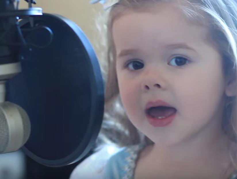 VIDEO: 3 jarig meisje zingt foutloos de kleine zeemeermin