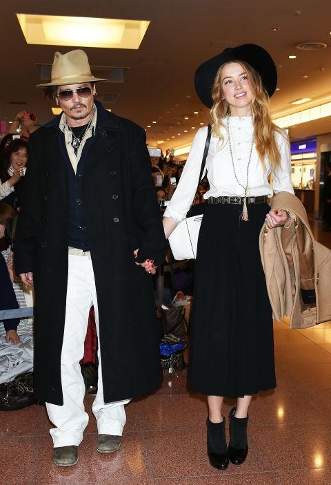 Nieuwe beelden van Johnny Depp opgedoken: hij gooit een fles naar Amber Heard