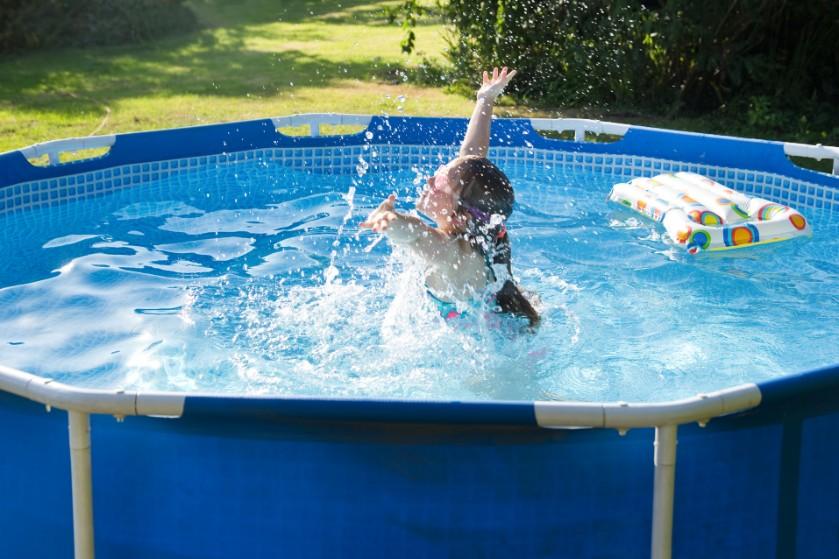 Zwembad in de tuin? Zo vaak moet je het water verversen