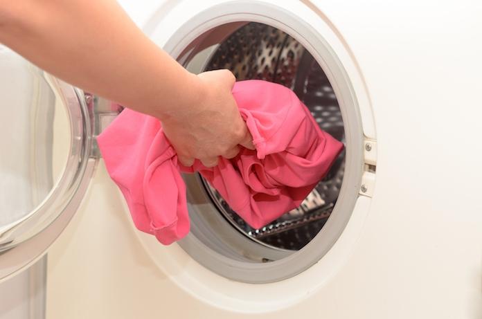 Lifehack: waarom je peper in de wasmachine moet strooien