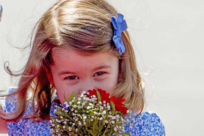 Zien: prinses Charlotte op haar eerste schooldag