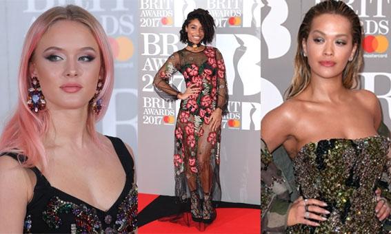 ZIEN: Beauty- en modetrends gespot op de rode loper van de BRIT Awards
