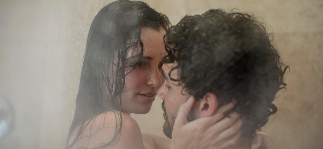 Erotisch verhaal: 'In de douche van de camping stond 'ie ineens achter me'