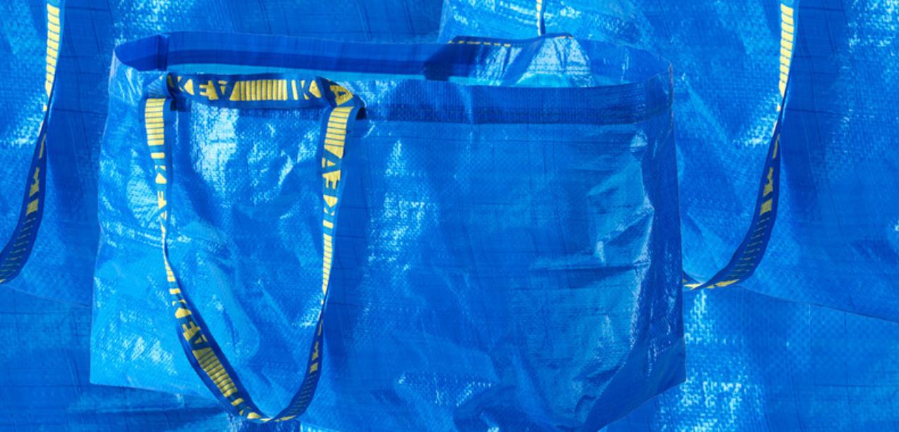 ZIEN: Deze Balenciaga-tas lijkt wel heel veel op de blauwe Ikea-shopper…
