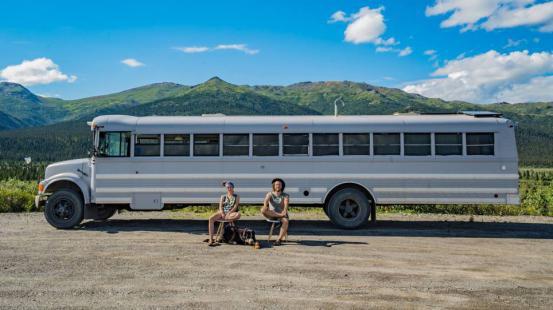 WOW: dit avontuurlijke koppel reist Amerika rond in een gepimpte schoolbus