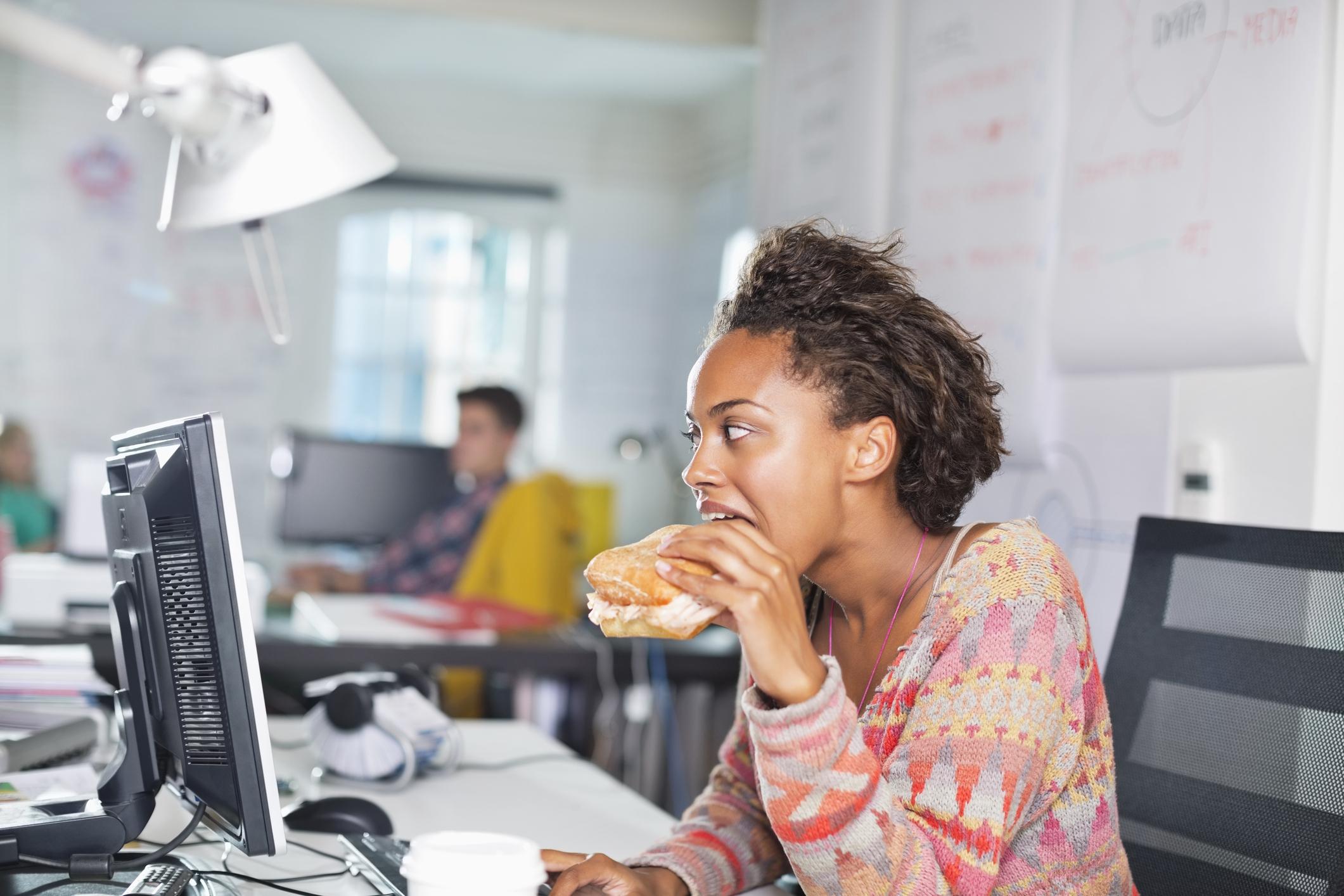 Is lunchen achter je bureau slecht voor je?