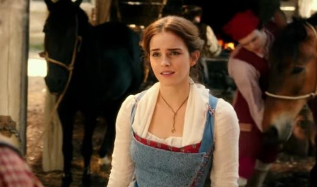 ZIEN: Emma Watson zingt het openingsliedje 'Belle' en wij zijn betoverd