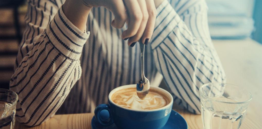 Dit is het beste tijdstip om je eerste kop koffie te drinken