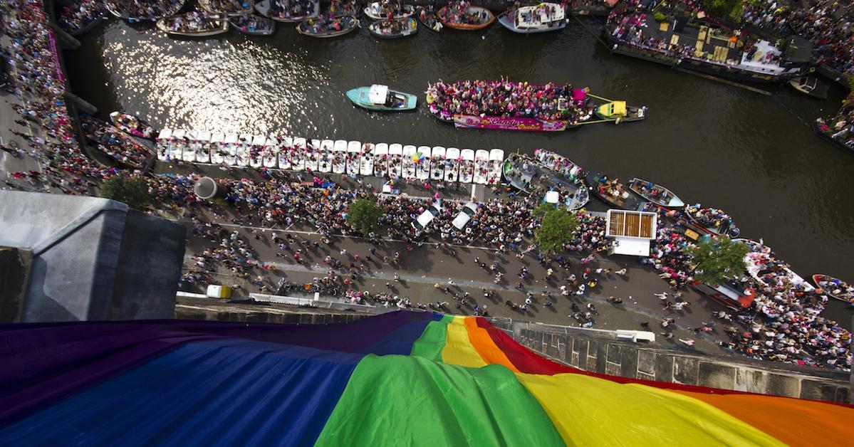 Zien! BN'ers vermaken zich bij de Canal Parade