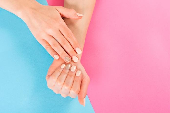 Dankzij deze nagellakkleuren lijken je handen nóg bruiner