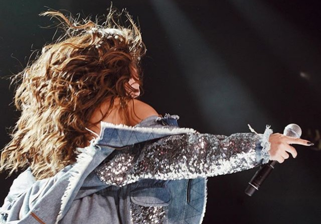 Dáárom wast Selena Gomez haar haren niet