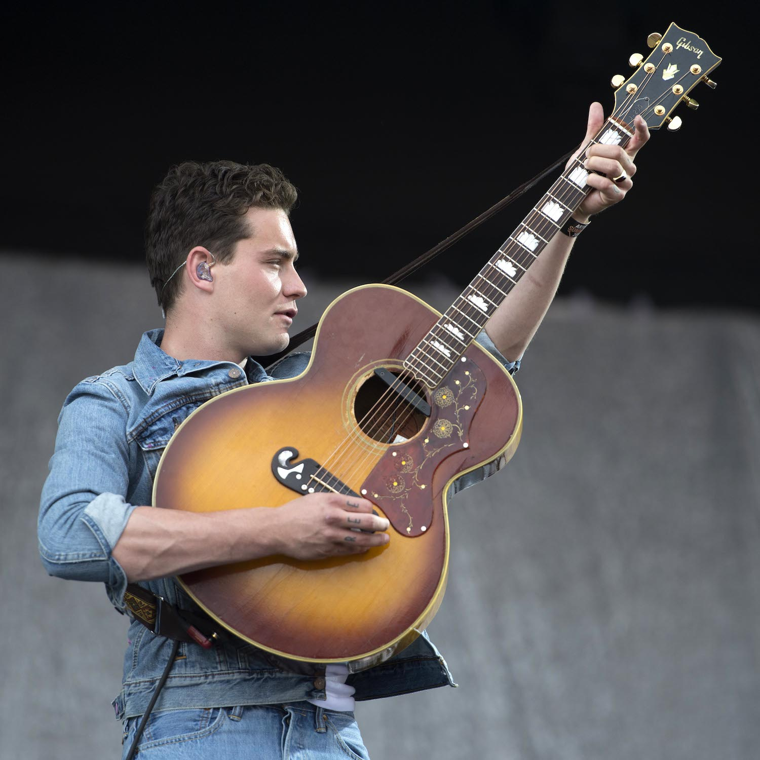 Douwe Bob opent Fool Bar in Amsterdam